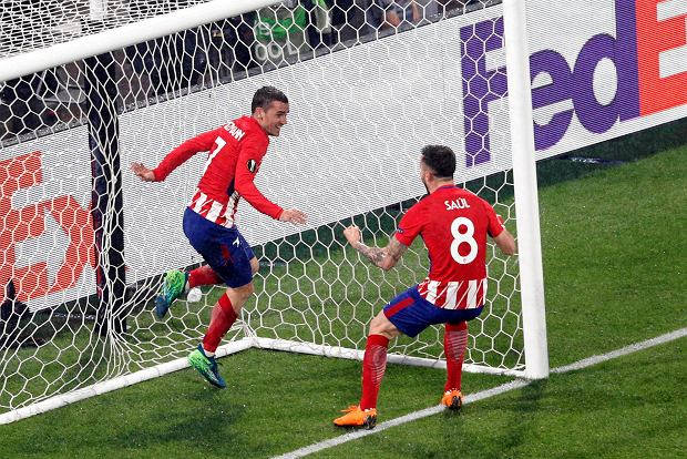 Atletico's Antoine Griezmann, left, celebrates with teammate Saul Niguez his side second goal during the Europa League Final soccer match between Marseille and Atletico Madrid at the Stade de Lyon outside Lyon, France, Wednesday, May 16, 2018. (AP Photo/Christophe Ena) SLOWA KLUCZOWE: XEUROPALEAGUEX