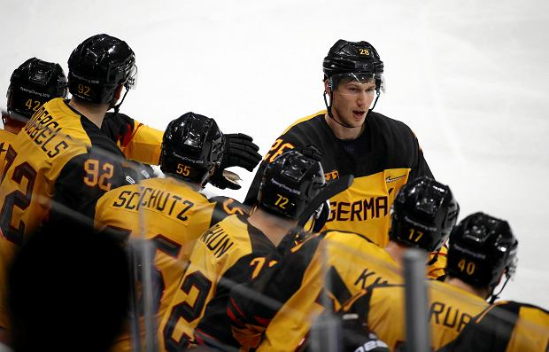 Frank Mauer (28), of Germany, celebrates with his teammates after scoring a goal against Canada during the second period of the semifinal round of the men's hockey game at the 2018 Winter Olympics in Gangneung, South Korea, Friday, Feb. 23, 2018. (AP Photo/Patrick Semansky) SLOWA KLUCZOWE: 2018 Pyeongchang Olympic Games;Winter Olympic games;Sports;Events;XXIII Olympiad