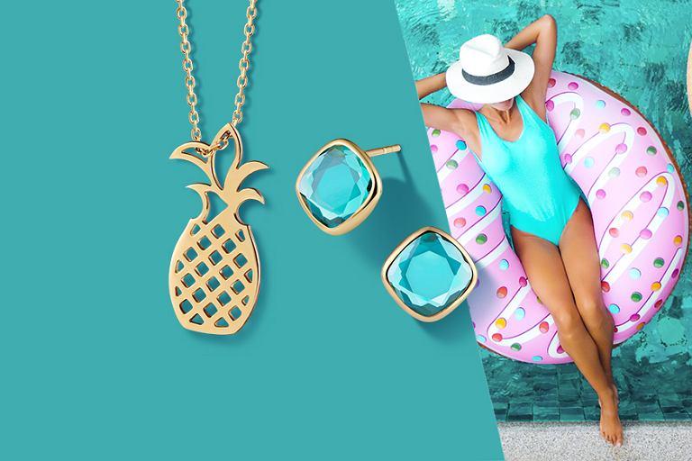 Jaka biżuteria pasuje do wakacyjnych stylizacji?
