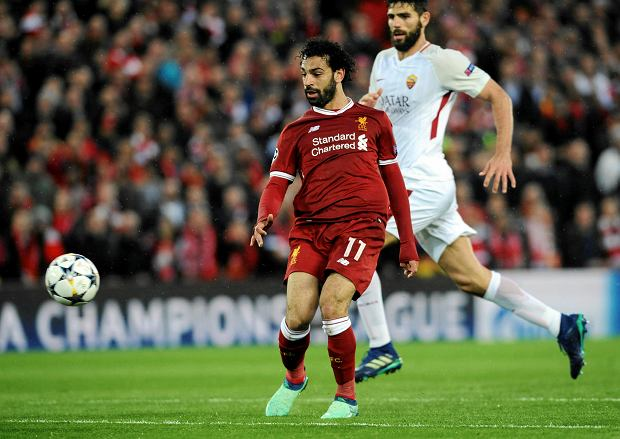 Liverpool's Mohamed Salah, left, scores his side's second goal during the Champions League semifinal, first leg, soccer match between Liverpool and Roma at Anfield Stadium, Liverpool, England, Tuesday, April 24, 2018. (AP Photo/Rui Vieira) SLOWA KLUCZOWE: XCHAMPIONSLEAGUEX