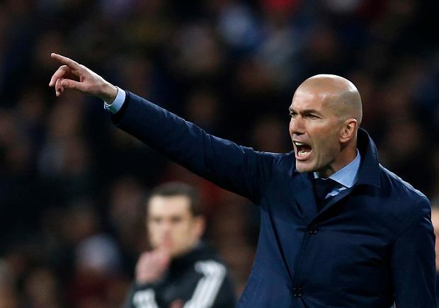 Real Madrid coach Zinedine Zidane reacts during a Champions League quarter final second leg soccer match between Real Madrid and Juventus at the Santiago Bernabeu stadium in Madrid, Wednesday, April 11, 2018. (AP Photo/Francisco Seco) SLOWA KLUCZOWE: XCHAMPIONSLEAGUEX