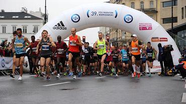 Tragedia na Maratonie Warszawskim. Zmarł biegacz, który zasłabł na trasie