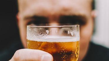 Piwo zwalcza ból głowy skuteczniej niż paracetamol. Naukowcy wyliczyli, jaka jest idealna dawka
