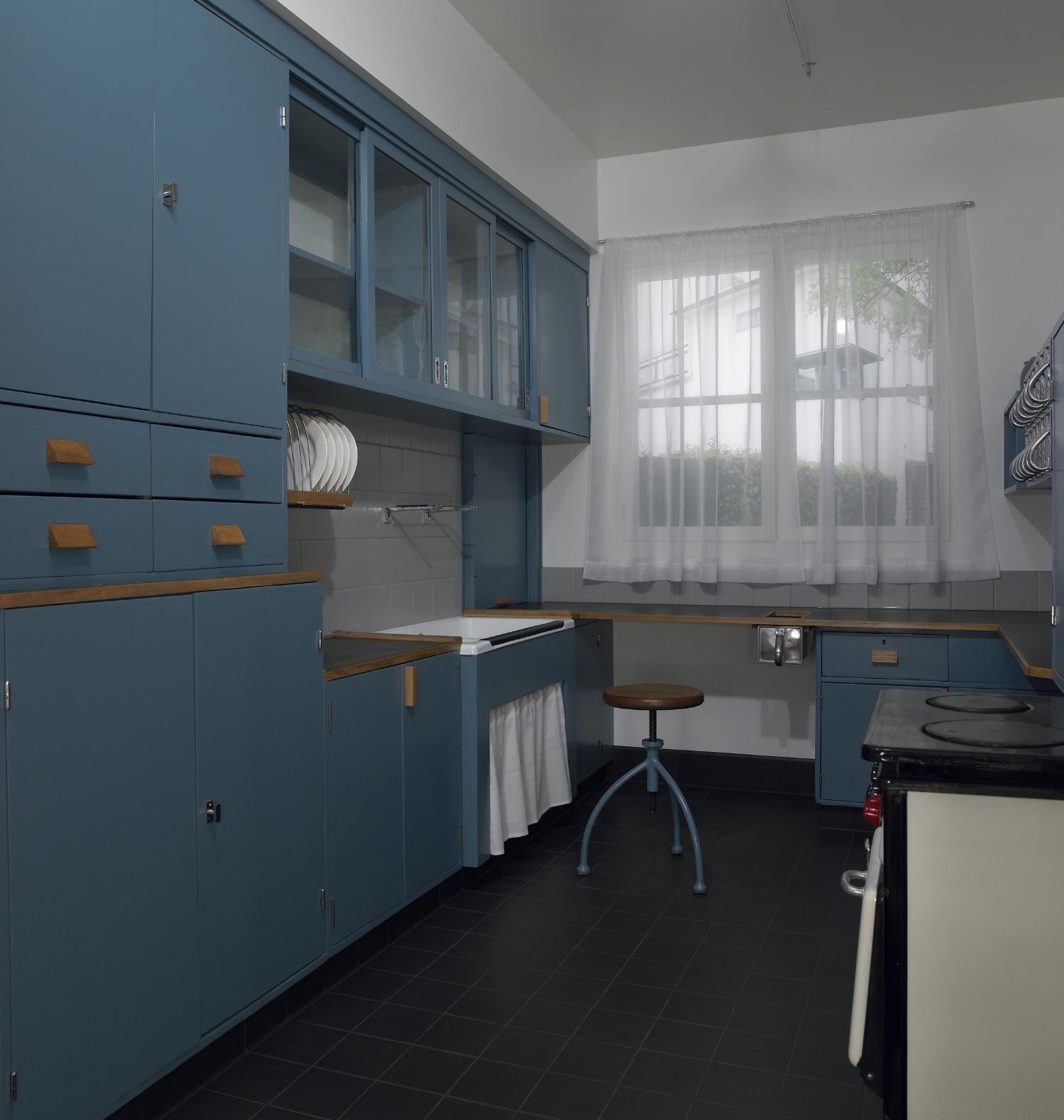 Kuchnia Lihotzky miała być tania, ergonomiczna i przystosowana do masowej produkcji. Na zdjęciu rekonstrukcja w Muzeum Sztuki w Minneapolis (fot. commons.wikimedia.org)