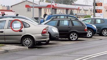 """750 zł (!) dziennie za kartkę """"sprzedam samochód"""". Uchwałą włożyli kij w mrowisko"""