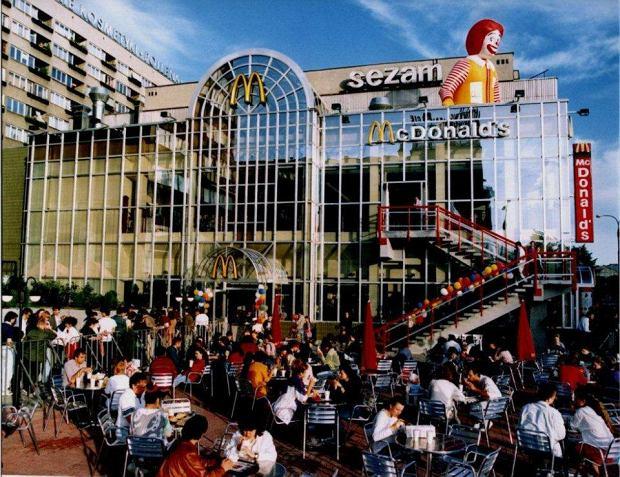 Otwarcie pierwszej restauracji McDonald