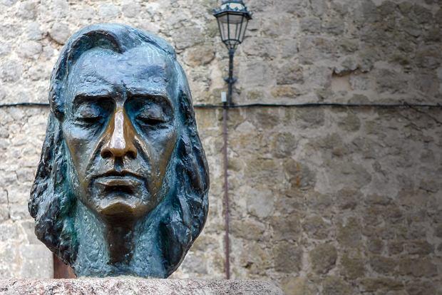 Popiersie Chopina z wytartym nosem w Valldemossie