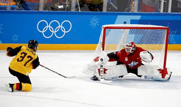 Goalie Kevin Poulin (31), of Canada, deflects a shot by Patrick Reimer (37), of Germany, during the third period of the semifinal round of the men's hockey game at the 2018 Winter Olympics in Gangneung, South Korea, Friday, Feb. 23, 2018. (AP Photo/Patrick Semansky) SLOWA KLUCZOWE: 2018 Pyeongchang Olympic Games;Winter Olympic games;Sports;Events;XXIII Olympiad