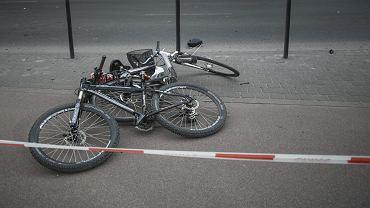 Olsztyn. Czołowe zderzenie dwójki rowerzystów. Kobieta jest w ciężkim stanie