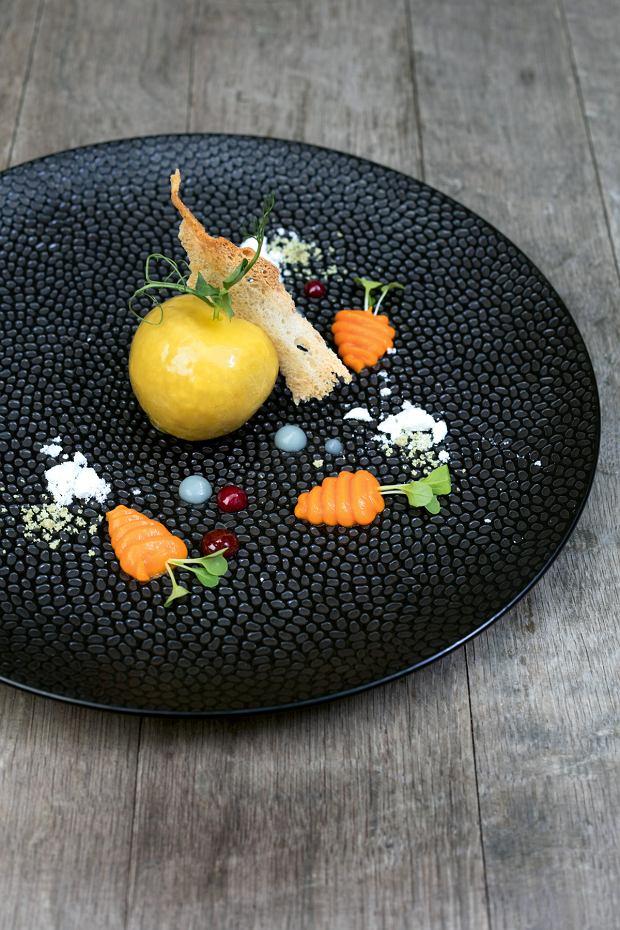 Pâté z wątróbki królika w otoczce pomarańczowej z kremem z karotki i konfiturą ze śliwek strzeleckich