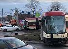 Tramwaj wypadł z torów i zderzył się z autem w centrum Gdańska. Są ranni