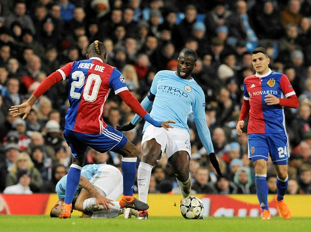 Manchester City's Yaya Toure, center, challenges for the ball with Basel's Geoffroy Serey Die, left, during the Champions League, round of 16, second leg soccer match between Manchester City and Basel at the Etihad Stadium in Manchester, England, Wednesday, March 7, 2018. (AP Photo/Rui Vieira) SLOWA KLUCZOWE: XCHAMPIONSLEAGUEX
