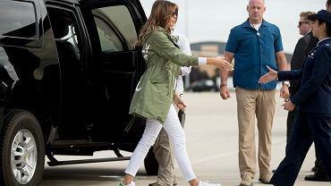 """O czym ona myślała? Melania Trump odwiedziła dzieci imigrantów. W kurtce z napisem """"Mnie to nie obchodzi"""""""