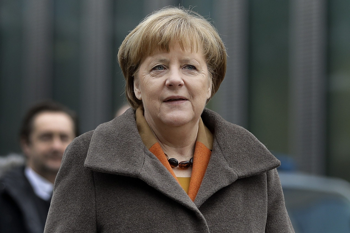 vGerman chancellor and head of the German Christian Democrats, Angela Merkel, arrives for a party meeting in Munich, Germany, Monday, Feb. 6, 2017. Merkel is meeting her Bavarian conservative allies in a show of unity following a long-running argument over migrant policy, setting the scene for a joint campaign for German elections in September. (AP Photo/Matthias Schrader)