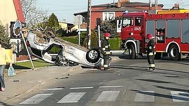 Pijany spowodował wypadek, z auta wypadł pasażer. Policja pokazuje film ku przestrodze