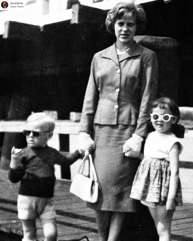 Donald Tusk z mamą i z siostrą