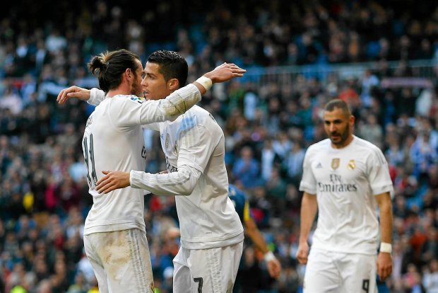 Real Madrid's Gareth Bale, left, celebrates with teammates Cristiano Ronaldo, centre, and Karim Benzema, right, after scoring their side's third goal against Getafe during the Spanish La Liga soccer match between Real Madrid and Getafe at the Santiago Bernabeu stadium in Madrid, Saturday, Dec. 5, 2015. Benzema scored twice and Ronaldo and Bale scored once each in Real Madrid's 4-1 victory (AP Photo/Francisco Seco) SLOWA KLUCZOWE: XLALIGAX
