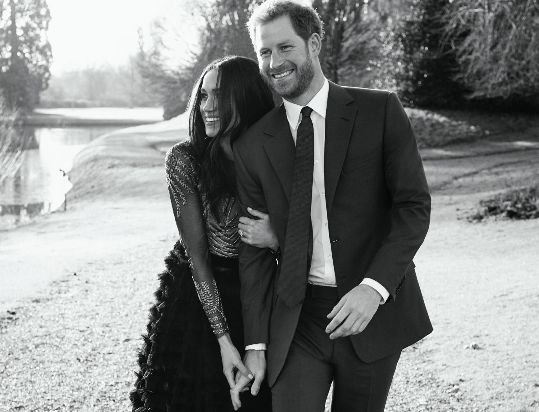 Zdjęcie z oficjalnej sesji zaręczynowej księcia Harry'ego i Meghan Markle (fot. Alexi Lubomirski)