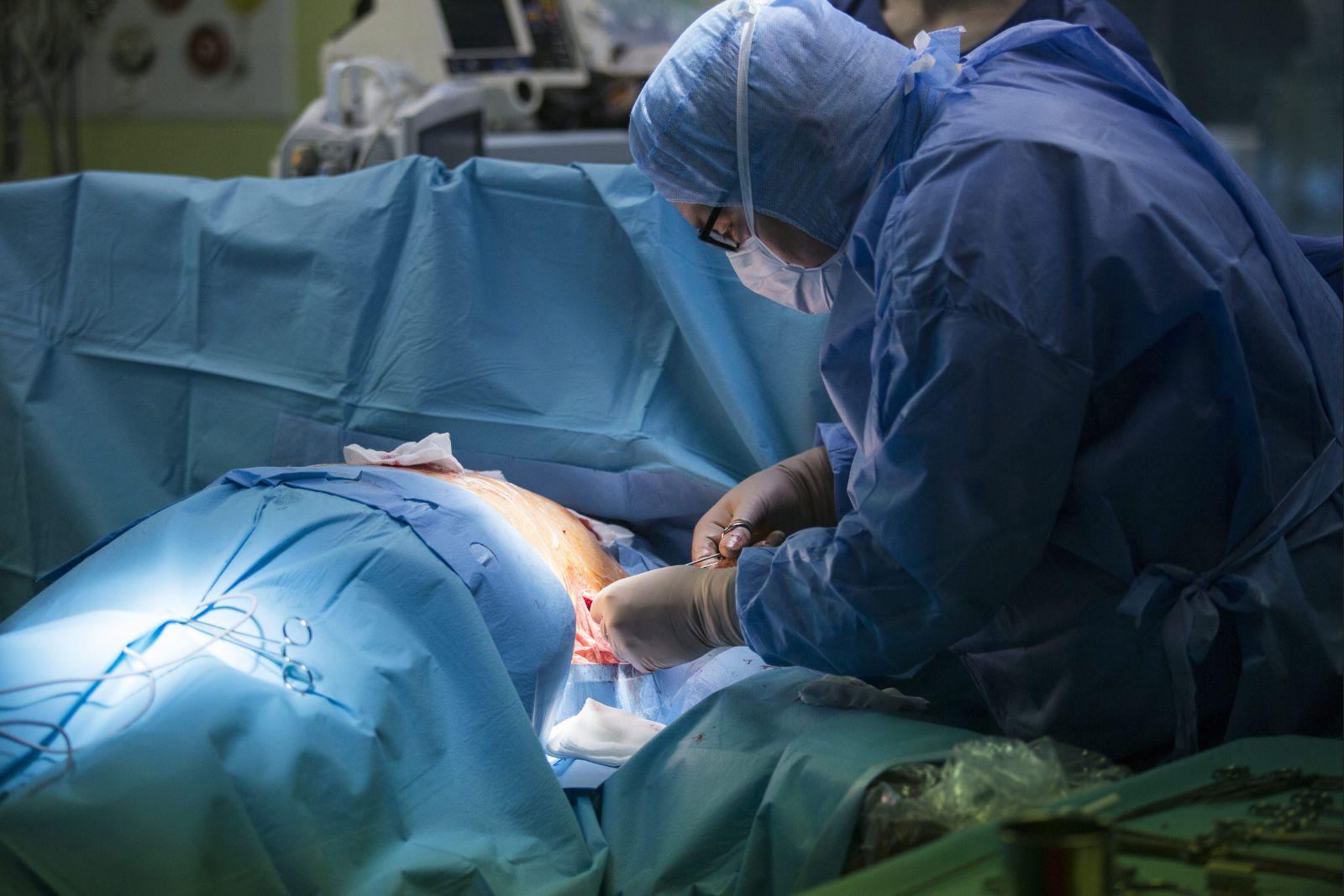 24.05.2017 Krakow . Szpital Jana Pawla II , operacja wszycia kardiowertera - defibrylatora podskornego .  Fot. Michal Lepecki / Agencja Gazeta