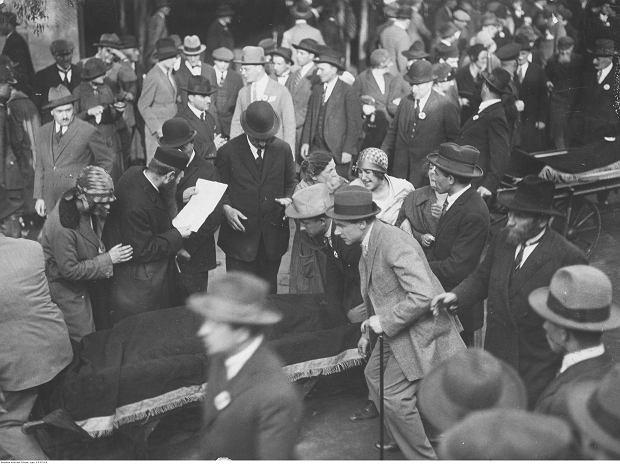 Pogrzeb żołnierzy żydowskich poległych w przewrocie majowym. Transport zwłok.