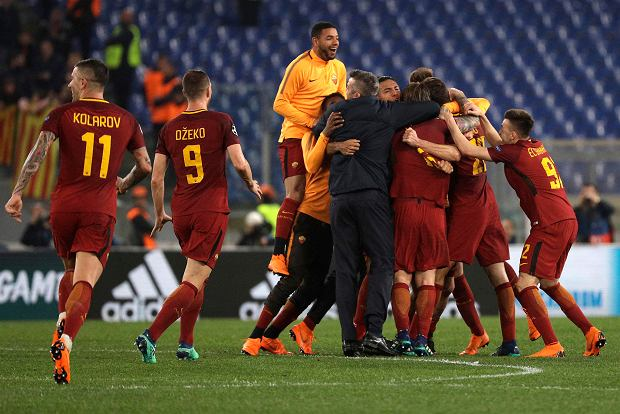 Roma players celebrate reaching the semifinals after the Champions League quarterfinal second leg soccer match between between Roma and FC Barcelona, at Rome's Olympic Stadium, Tuesday, April 10, 2018. (AP Photo/Gregorio Borgia) SLOWA KLUCZOWE: XCHAMPIONSLEAGUEX