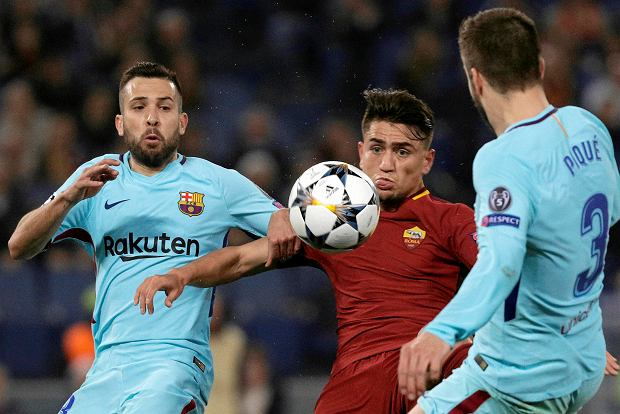 Roma's Cengiz Under, center, vies for the ball with Barcelona's Jordi Alba, left, and Gerard Pique during the Champions League quarterfinal second leg soccer match between between Roma and FC Barcelona, at Rome's Olympic Stadium, Tuesday, April 10, 2018. (AP Photo/Gregorio Borgia) SLOWA KLUCZOWE: XCHAMPIONSLEAGUEX