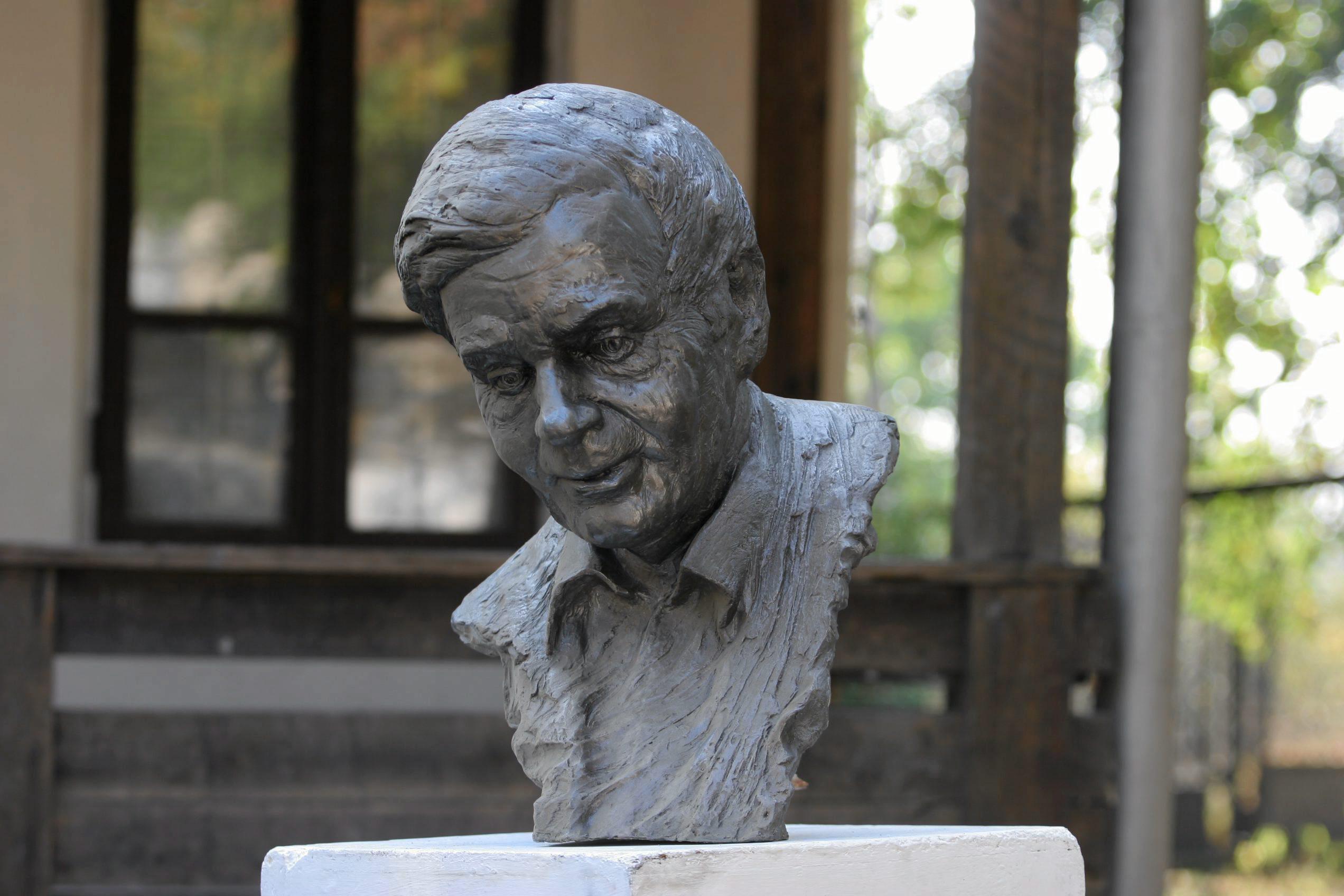 Rzeźba Zbigniewa Herberta w Kielcach (fot. Paweł Małecki / Agencja Gazeta)