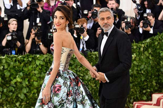 Amal Clooney, left, and George Clooney attend The Metropolitan Museum of Art's Costume Institute benefit gala celebrating the opening of the Heavenly Bodies: Fashion and the Catholic Imagination exhibition on Monday, May 7, 2018, in New York. (Photo by Charles Sykes/Invision/AP)