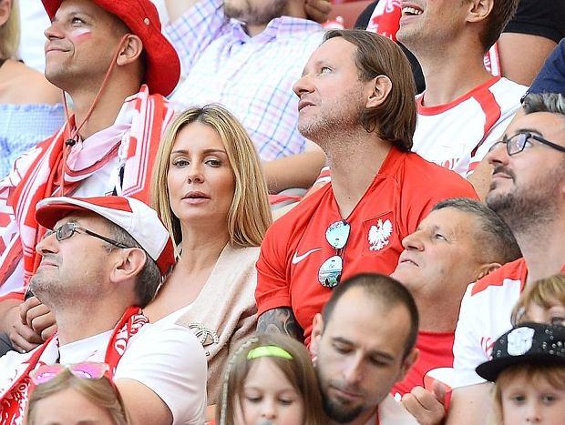 Małgorzata Rozenek i Radosław Majdan z dziećmi na meczu Polska - Litwa