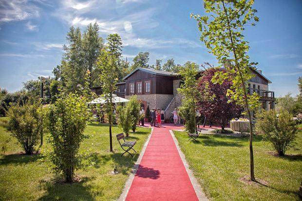 Oranżeria dworu w Tomaszowicach, w której bawili się goście weselni Agnieszki Radwańskiej i Dawida Celta