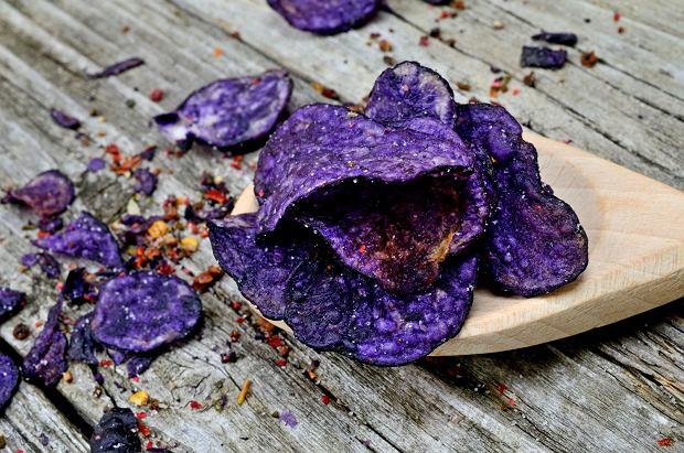 Domowe chipsy z fioletowych ziemniaków