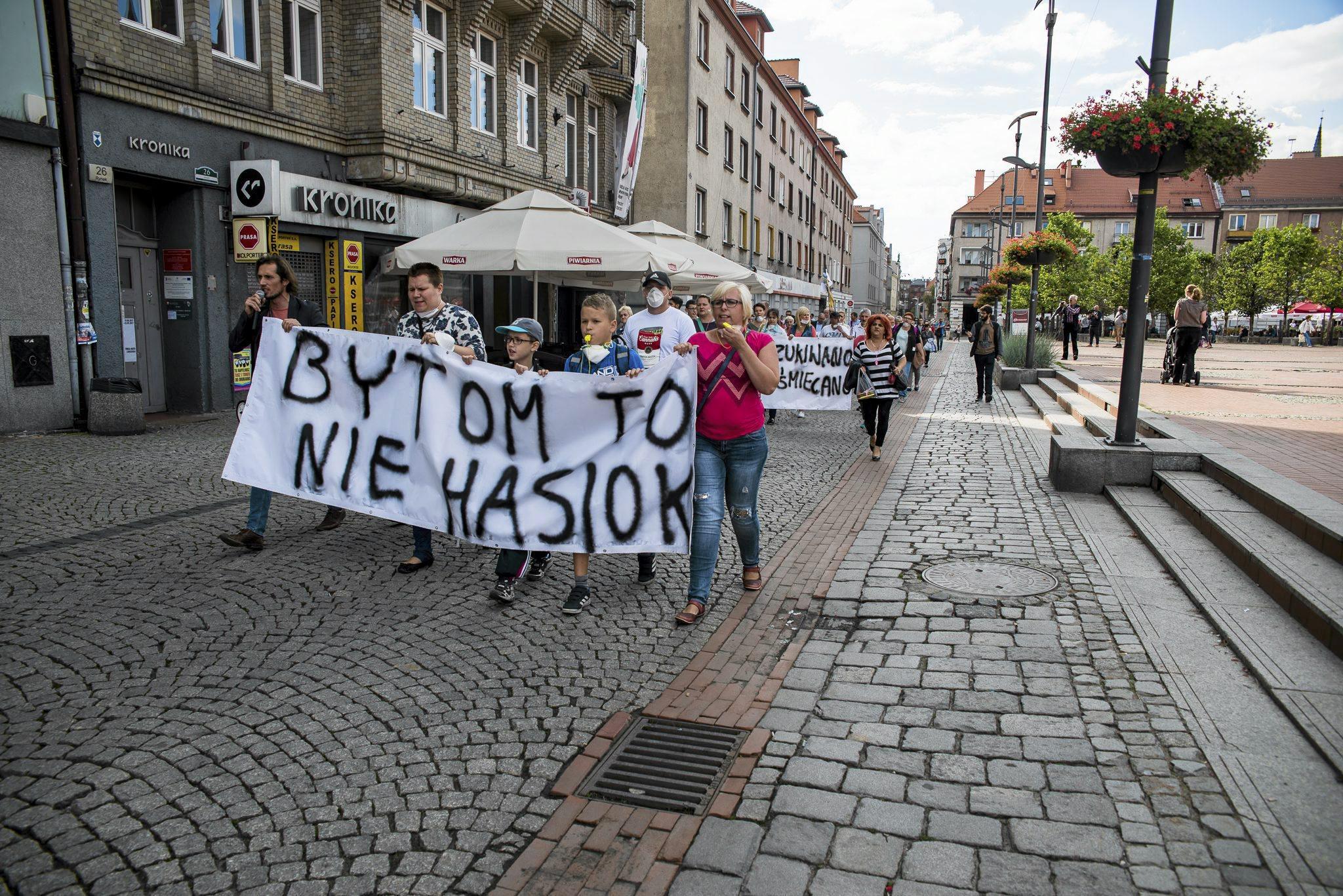 Pikieta przeciwko zaśmiecaniu Bytomia (fot. Kamila Kotusz / Agencja Gazeta)