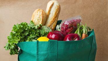 Nie 5, a 10 porcji warzyw i owoców dziennie - tyle powinniśmy jeść. Czyli ile dokładnie? [WYJAŚNIAMY]