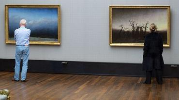 Godzinami czatował na ludzi w galeriach, tylko po to, żeby zrobić im takie zdjęcia. Było warto