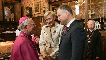 Abp Jędraszewski przyjął paliusz papieski. Wśród gości purpuraci, prezydent z żoną, premier