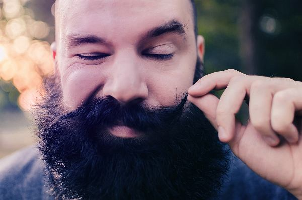"""""""Nosisz długie włosy, a w sklepie czasem słyszysz 'co dla pani'? Zarost to coś, co podkreśla atuty twarzy''"""