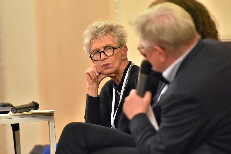 Kongres Kultury 2016 w PKiN w Warszawie. Anda Rottenberg podczas dyskusji 'Wolność twórcy a polityka państwa' (fot. Franciszek Mazur / Agencja Gazeta)