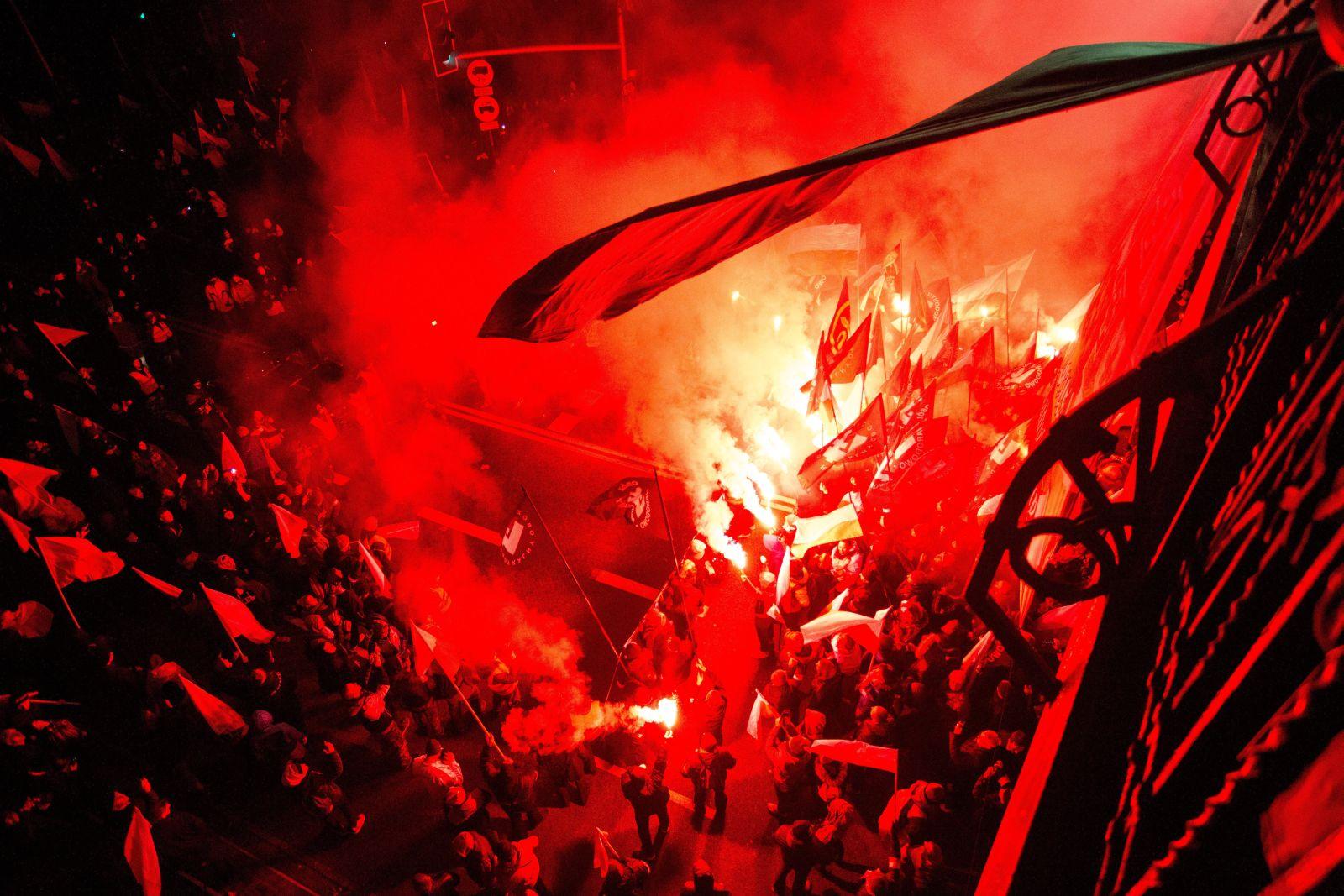 B11.11.2017 Warszawa .  Marsz Niepodleglosci ' organizowany przez skrajnych prawicowcow w Swieto Niepodleglosci .Fot. Adam Stepien / Agencja GazetaNationalists , carrying Polish flags , as they march through the streets of Warsaw to marks Poland  s Independence Day in Warsaw , Poland , Friday , Nov . 11 , 2017
