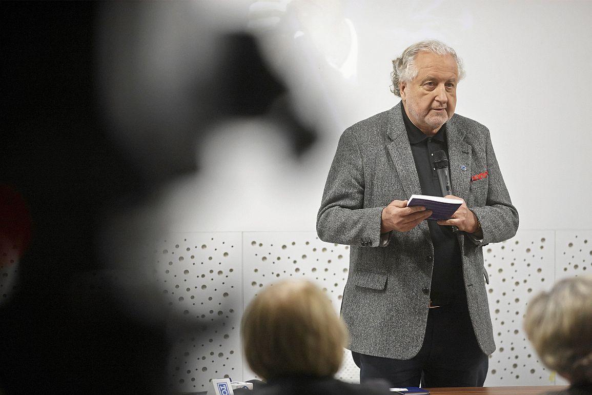q19.12.2017 Lodz , Profesor Andrzej Rzeplinski w czasie spotkania w LARR . Fot . Marcin Stepien / Agencja Gazeta