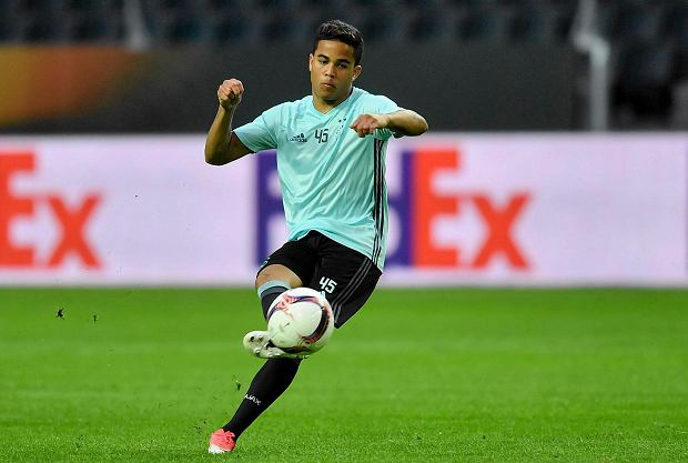 Ajax's Justin Kluivert kicks a ball during a training session at the Friends Arena in Stockholm, Sweden, Tuesday, May 23, 2017. Ajax Amsterdam and Manchester United will play the soccer Europa League final in Stockholm on Wednesday, May 24. (AP Photo/Martin Meissner) SLOWA KLUCZOWE: XEUROPALEAGUEX