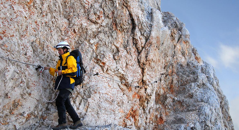 Trasą trekkingową przejdziemy nad szczytem Triglav w kierunku imponującego wodospadu Savica