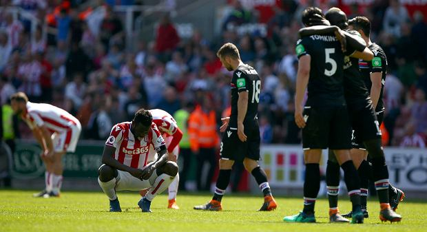 Stoke City's Mame Biram Diouf, second left gestures after Stoke City are relegated following the English Premier League soccer match between Stoke City and Crystal Palace, at the bet365 Stadium, in Stoke, England, Saturday May 5, 2018. (Dave Thompson/PA via AP) SLOWA KLUCZOWE: soccer;football