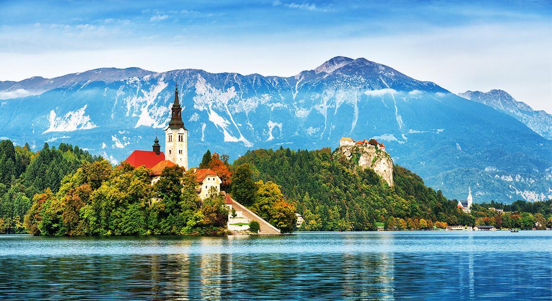 Kościół pod wezwaniem Marii Panny na wyspie zwanej Blejski Otok położonej na jeziorze Bled