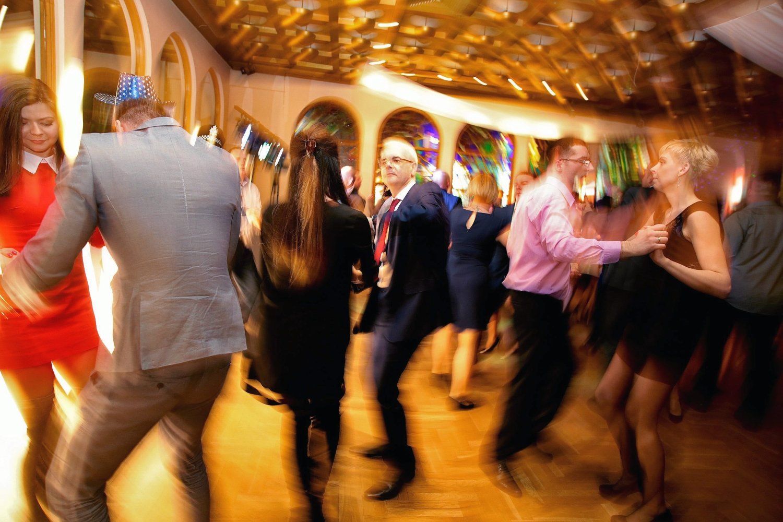 Znalezienie kompatybilnego partnera na wesele nie jest prostym zadaniem (Fot. Grażyna Marks / Agencja Gazeta)