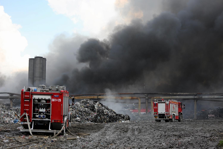 W związku z falą pożarów wysypisk śmieci, zaczęło się mówić o 'mafii śmieciowej' (Fot. Marcin Wojciechowski / AG)
