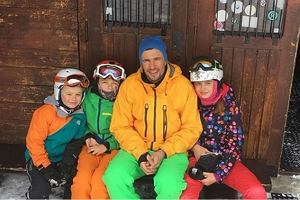 Bieniuk zabrał dzieci w góry na ferie. Pochwalił się zdjęciem. Komentuje Gliwińska. To mówi o ich relacji