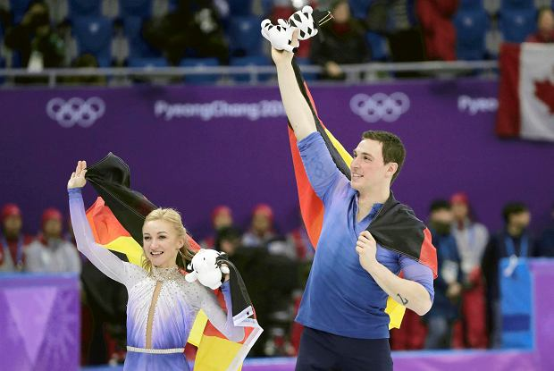 Aljona Savchenko and Bruno Massot of Germany celebrate after winning the gold medal in the pairs free skate figure skating final in the Gangneung Ice Arena at the 2018 Winter Olympics in Gangneung, South Korea, Thursday, Feb. 15, 2018. (AP Photo/Julie Jacobson) SLOWA KLUCZOWE: 2018 Pyeongchang Olympic Games;Winter Olympic games;Sports;Events;XXIII Olympiad