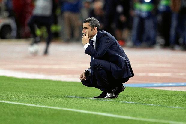 Barcelona coach Ernesto Valverde follows the Champions League quarterfinal second leg soccer match between Roma and FC Barcelona at Rome's Olympic Stadium, Tuesday, April 10, 2018. (AP Photo/Andrew Medichini) SLOWA KLUCZOWE: XCHAMPIONSLEAGUEX