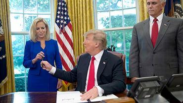 Donald Trump zmienia zdanie. Koniec z rozdzielaniem rodzin na granicy. Media: Przekonała go Melania
