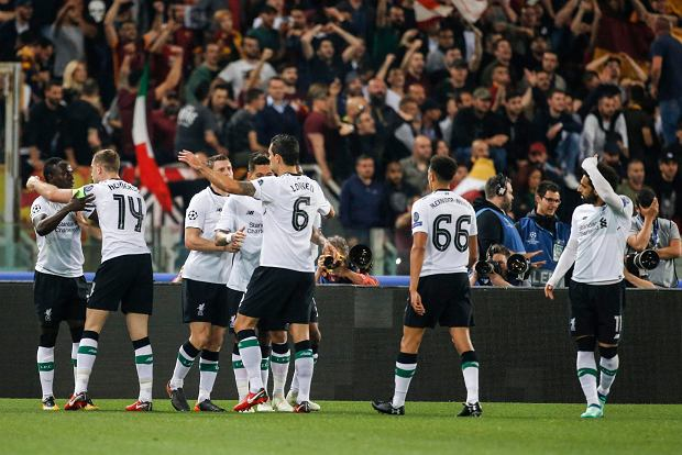 Liverpool's Sadio Mane, left, celebrates with teammates after scoring, during the Champions League semifinal second leg soccer match between Roma and Liverpool at the Olympic Stadium in Rome, Wednesday, May 2, 2018. (Fabio Frustaci/ANSA via AP) SLOWA KLUCZOWE: XCHAMPIONSLEAGUEX